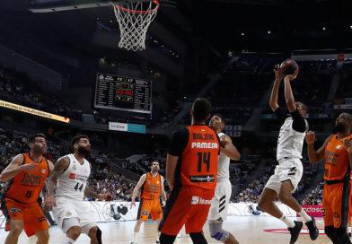 #Crónica | El Real Madrid reacciona a tiempo ante el Valencia Basket y tiene a tiro la primera plaza (83-77)