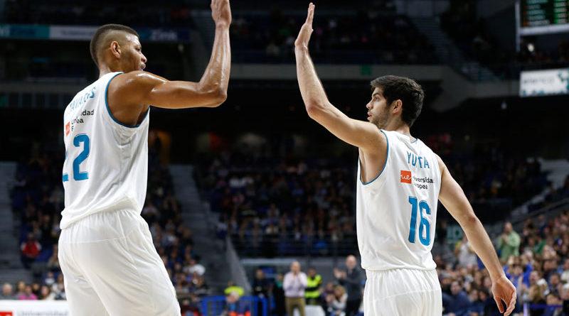 tavares y yusta se chocan la mano en el real madrid bilbao basket