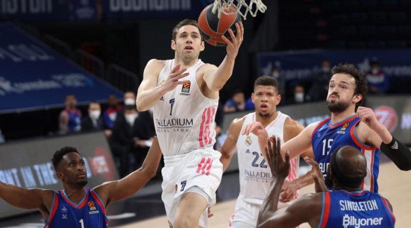 causeur entra a canasta partido anadolu efes real madrid estambul playoff euroliga 2020-21