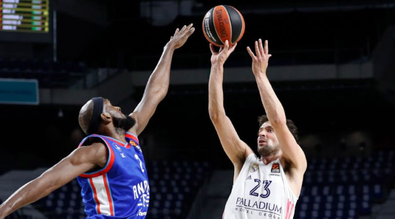 llull lanza ante singleton playoffs euroliga 2020-21 real madrid anadolu efes 24senblanco
